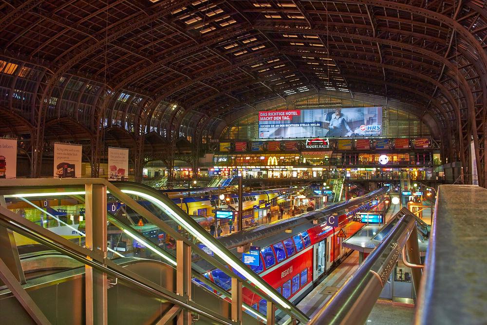 Hamburg - Central Station by stefanfpoli