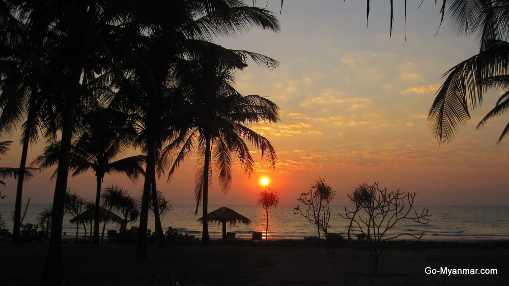 Sunset in Ngwe Saung beach by Go-Myanmar.com