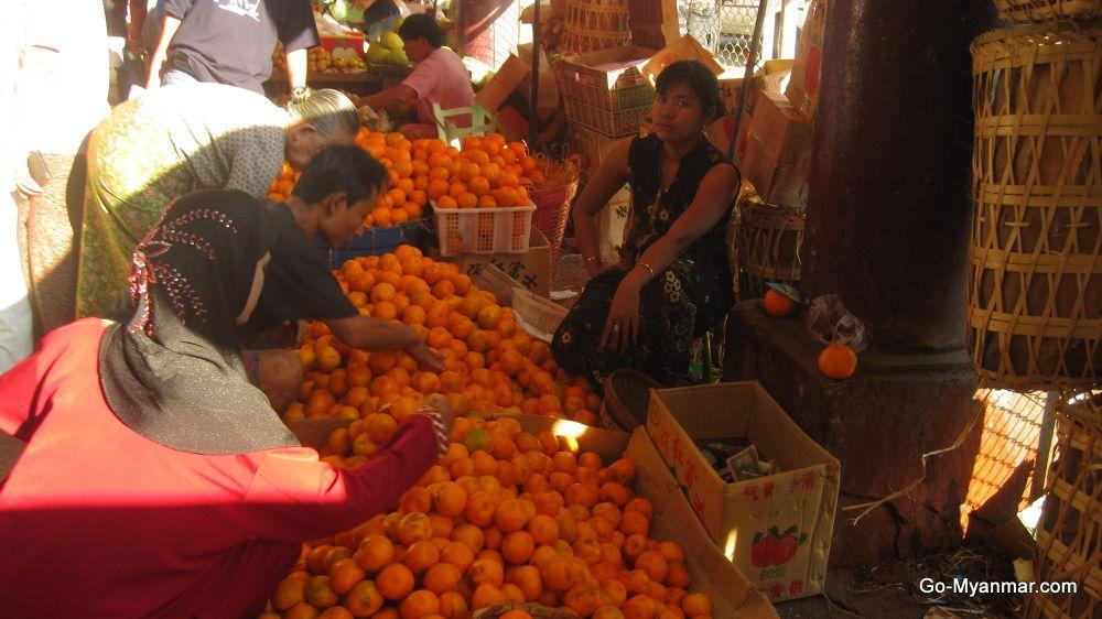 Street sellers, Yangon by Go-Myanmar.com