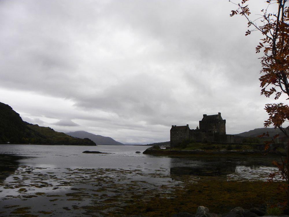 Eilean donan castel by lisecyr