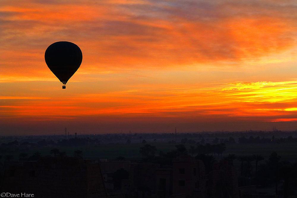 Balloon at dawn by davehare