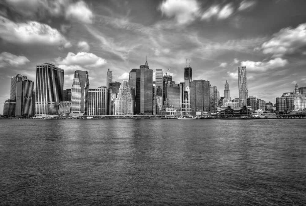New York - B&W HDR by Amadoresquiu