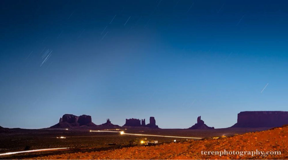 Driving into Monument Valley by Teren Photography