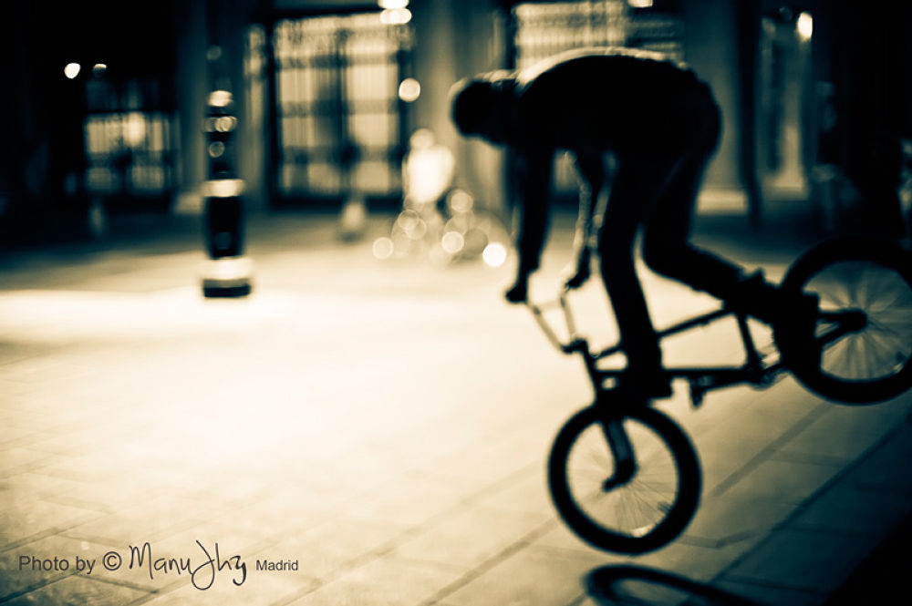 Tricks with the bike  by ManuGranadero