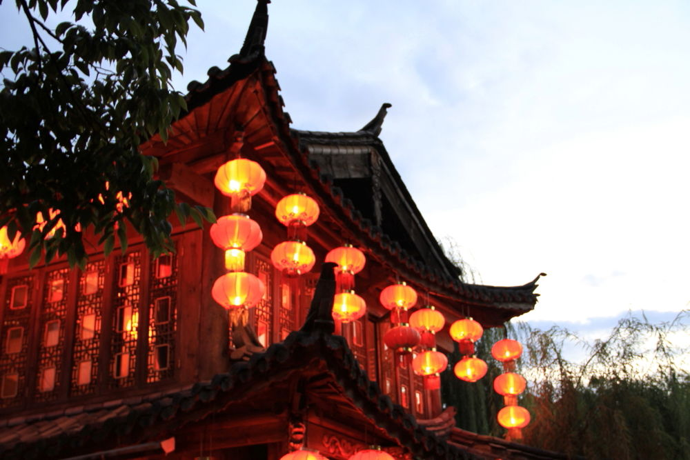 Yunnan-Lijiang-Old-Town-by-Night-118 by Arie Boevé