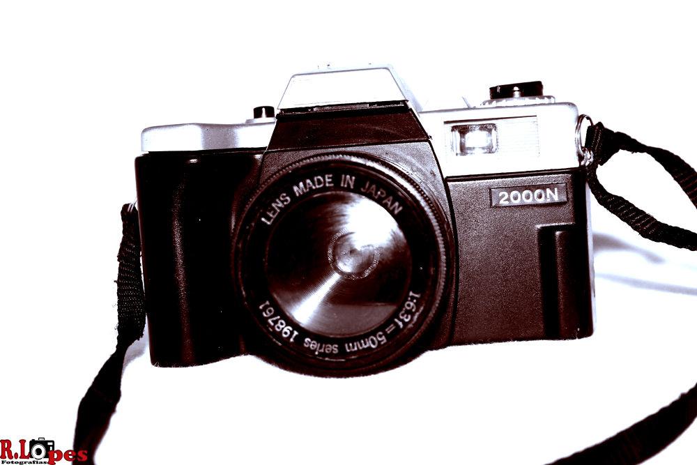 Camera Yachica 2000n by Robson