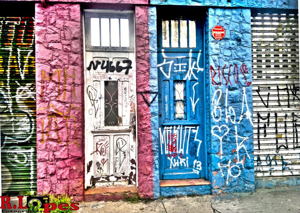 Portas abandonadas  by Robson