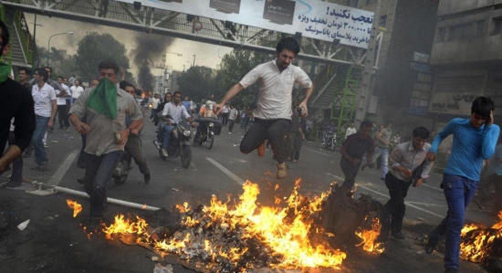 iran_riot3[1] by rostamosohrab