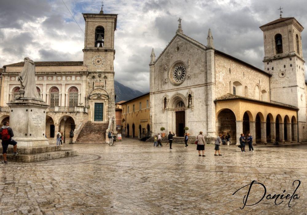 Piazza di NORCIA.... by danielabiondi12