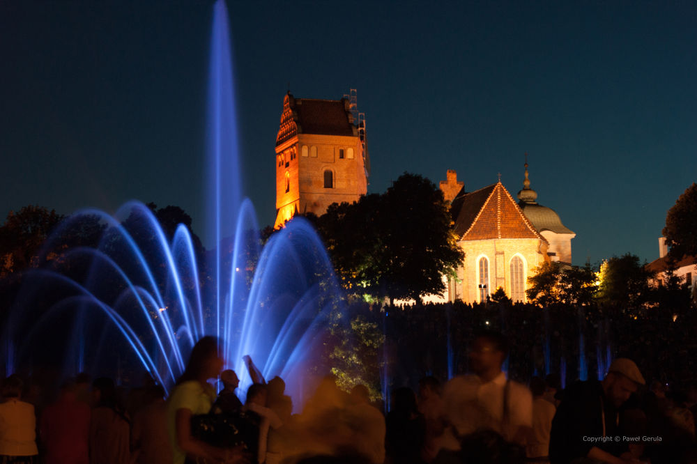 Fountain show in Warsaw by Pawel Gerula
