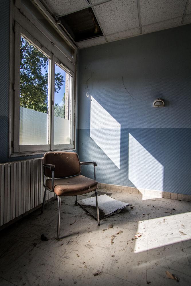 La Chaise Sous la Lumière by anthonysuply