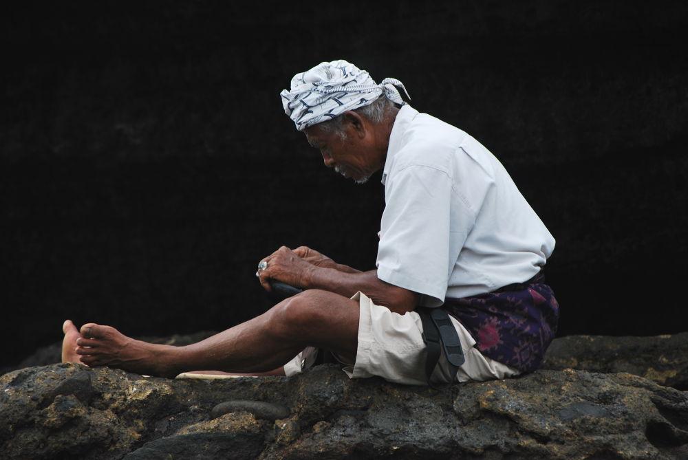 Old Man of Tanah Lot by s2djajsaputra