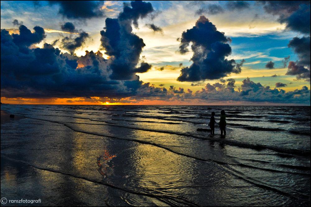 Kala Dana Beach Sunset by Syahranz