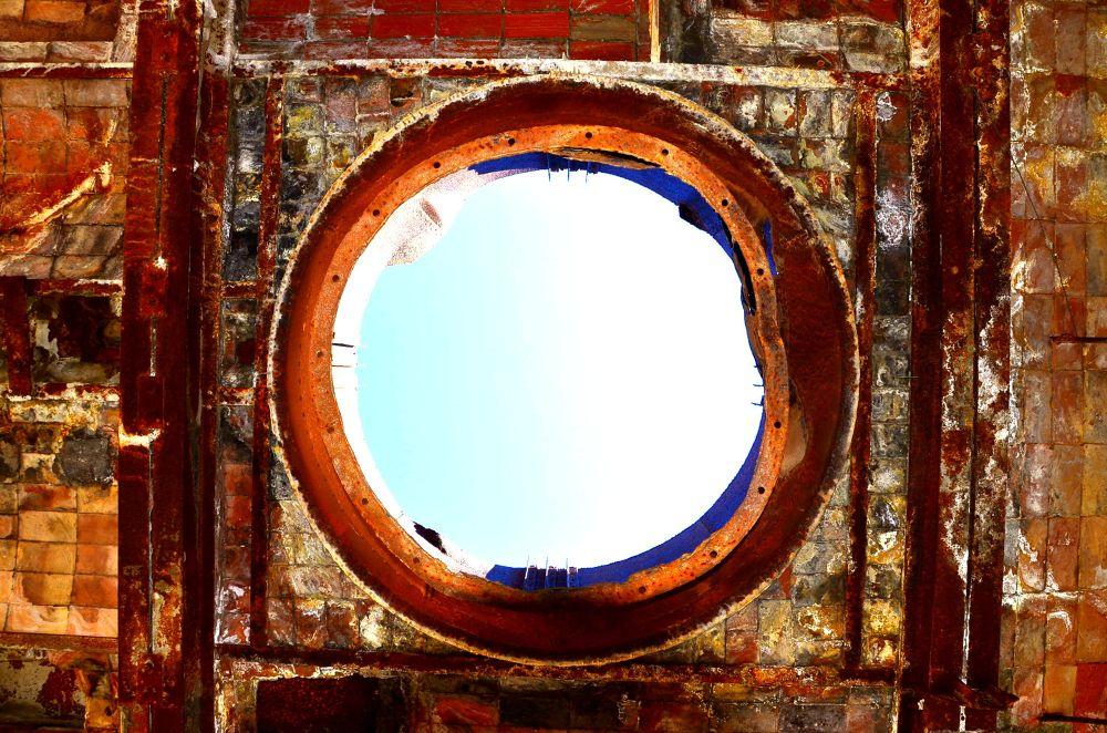 el techo de una antigua  fabrica  by FabinhoBMendes
