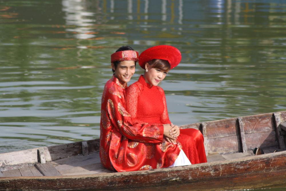 Vietnamese Bride and Groom by RichardWynne