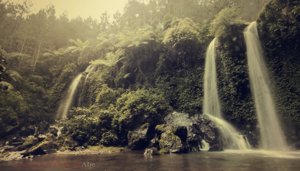 Twin waterfall by abhiechitroredjo