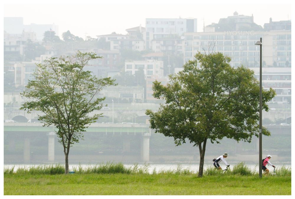 Let's Take A Rest At Han River  by visbimmer79