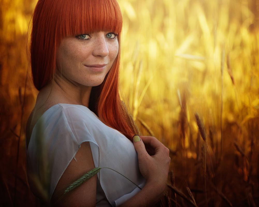 Photo in Portrait #sunny #portrait #woman #color #light #red #gold #hair #corn