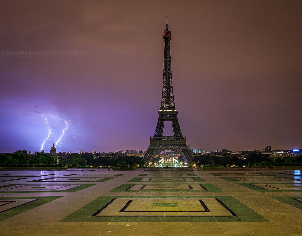 Apocalypse in Paris by Mathieu_rivrin