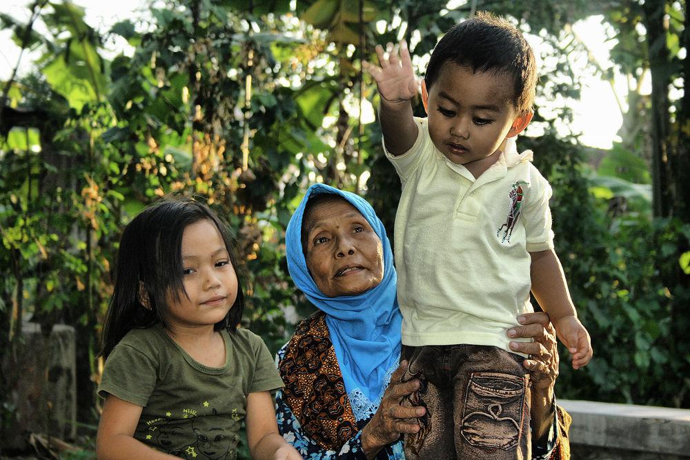 playing with grandma by Nur Haryadi Santosa