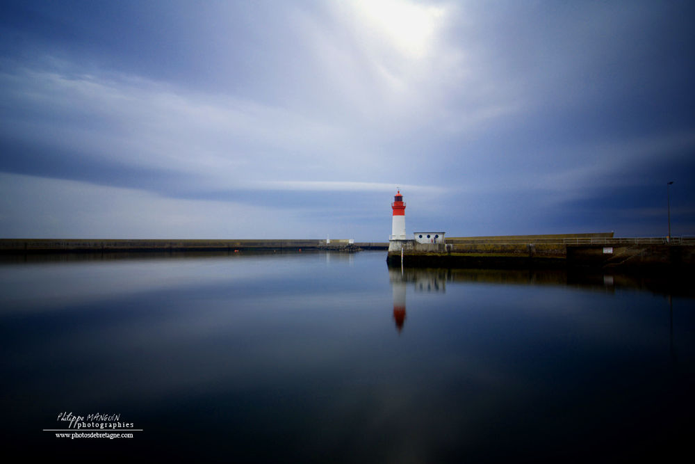 guilvinec lighthouse by PhilippeMANGUIN