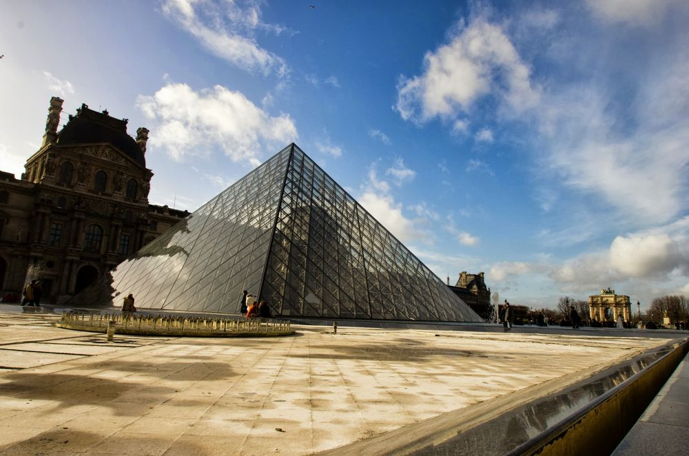 Louvre by Ramzi