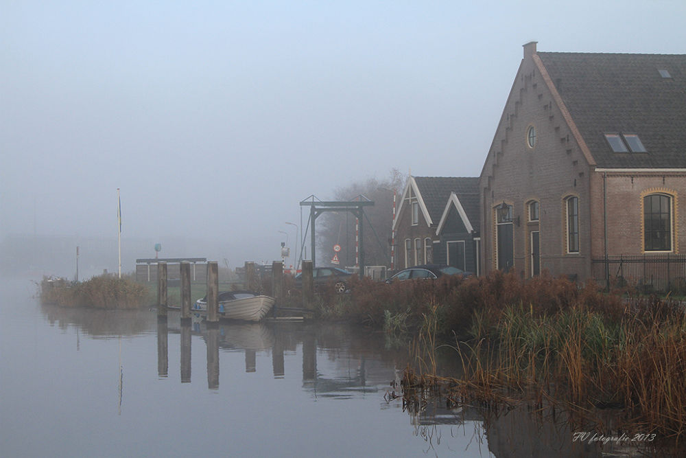 River Zaan in the fog by Fok Vleeshakker