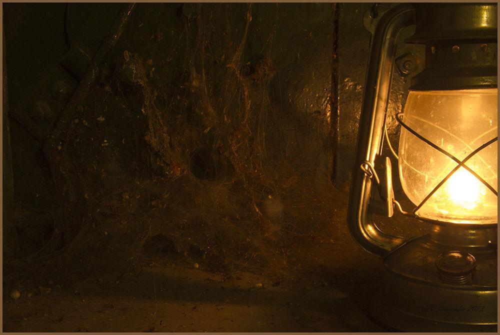 olie lamp  by Fok Vleeshakker