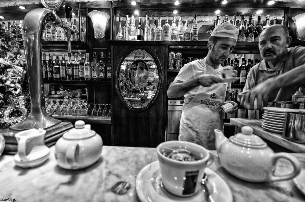 Photo in Street Photography #photo #street #black #white #bianco nero #ultra #wide #grandangolo #d7000 #sigma #10-20mm #italia #italy