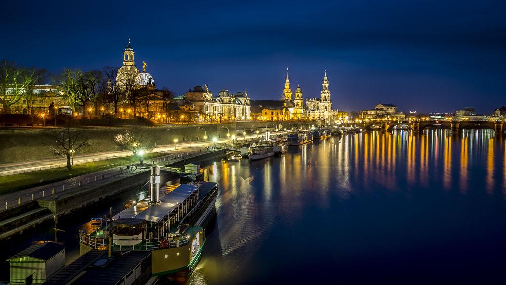 Abendstimmung an der Dresdener Uferpromenade  by Andreas