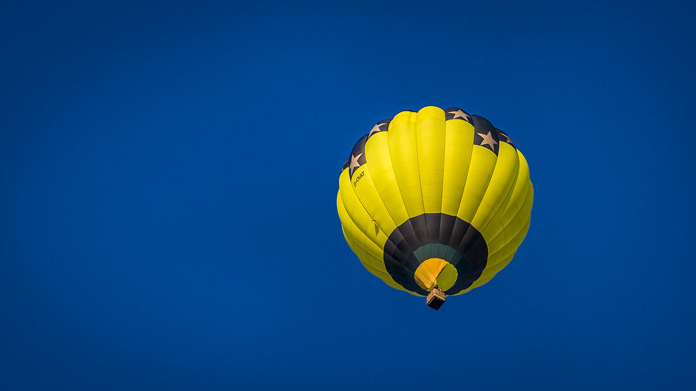 Ballonfahrt Himmelblau ....  by Andreas