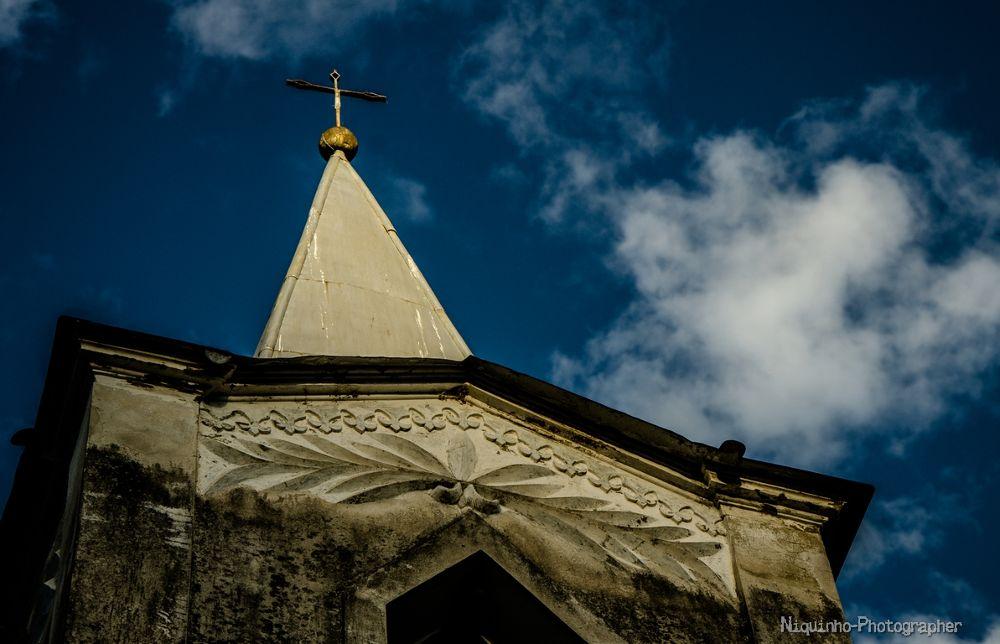 Torre da Igreja abandonada em Velha Dores - Distrito de Santos Dumont-MG by Leandro C. Souza