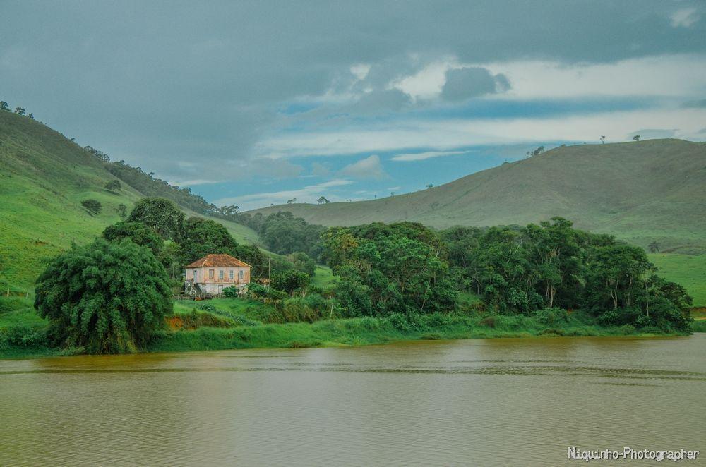 Casa Rosa by Leandro C. Souza