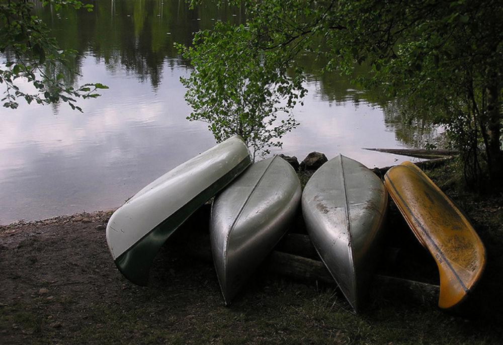 canoes by monanorrman