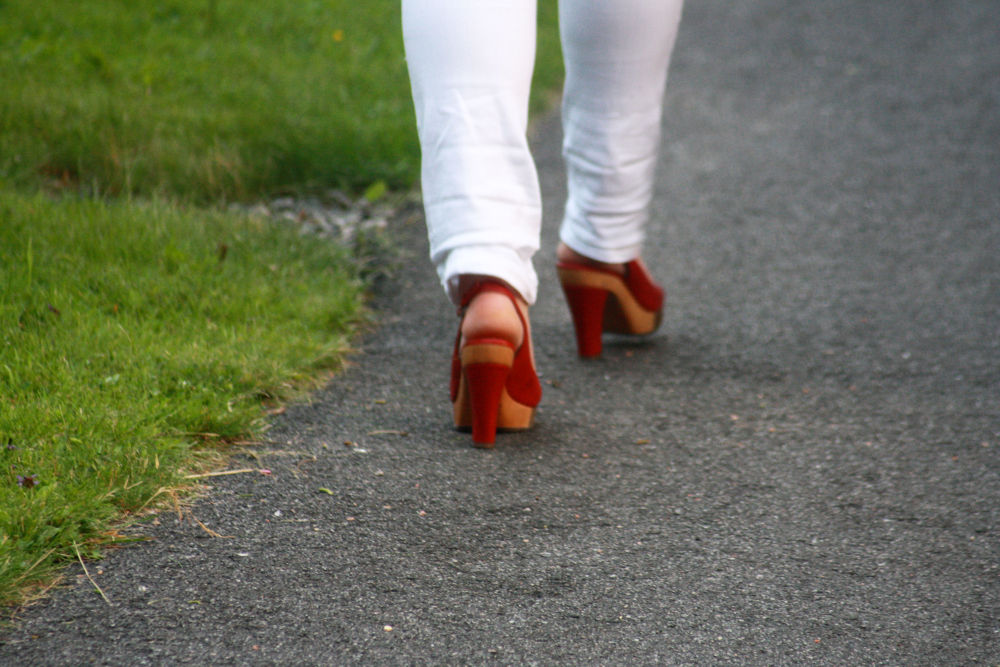 The red shoes are walking home! by monanorrman
