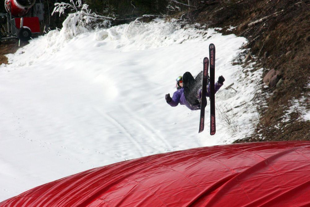 Jump by monanorrman