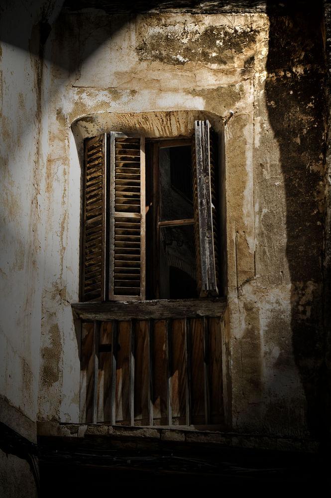 La ventana by Juan Carlos Arranz