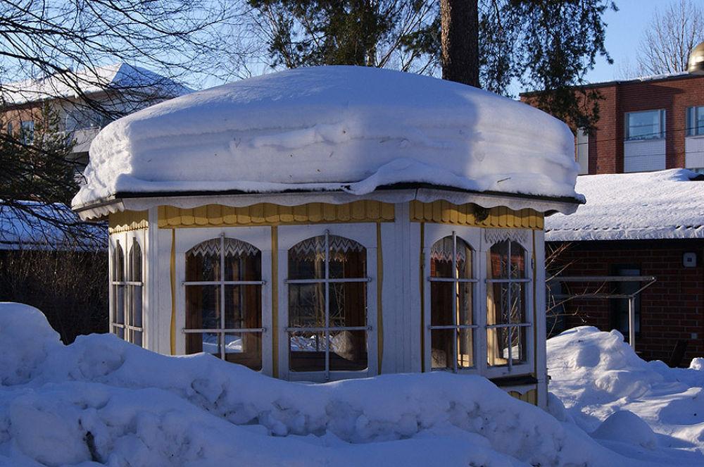 Summerhouse by Heljä Kostiainen
