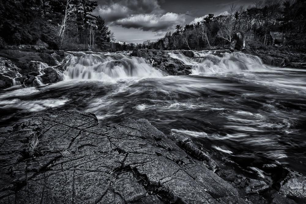 Turbulences by Mario Cliche