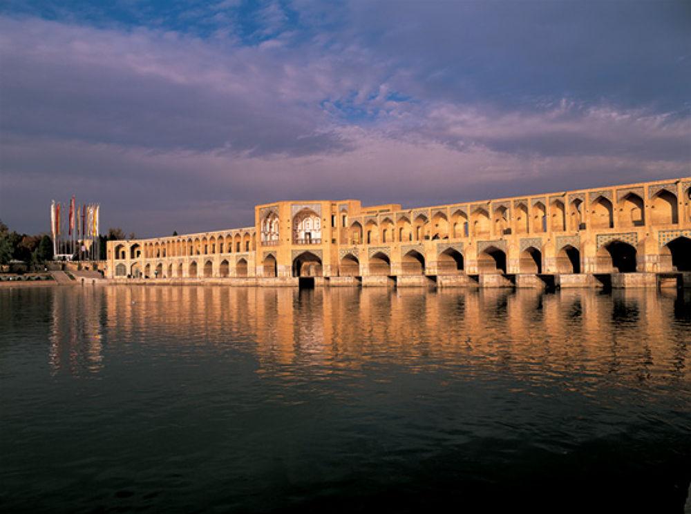 Esfahan-Si-o-se Pol-  سی و سه پل -عکاس: داوود وکیل زاده by Ahmad Anvari