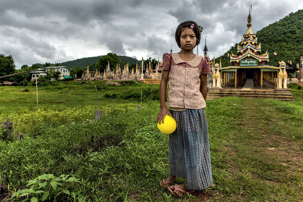 Little Girl With Ball by massimo piconcelli