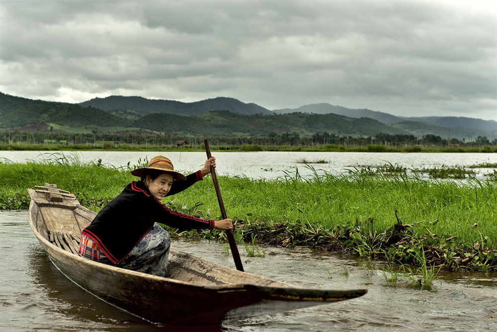Woman on Inle Lake by massimo piconcelli