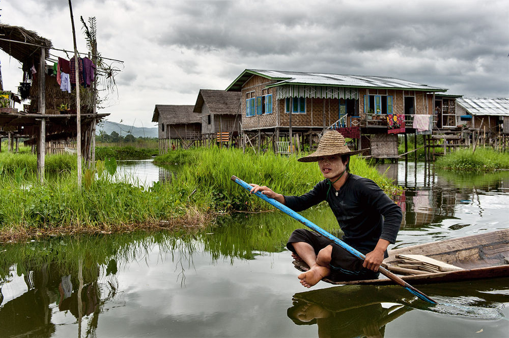Man on Inle Lake by massimo piconcelli