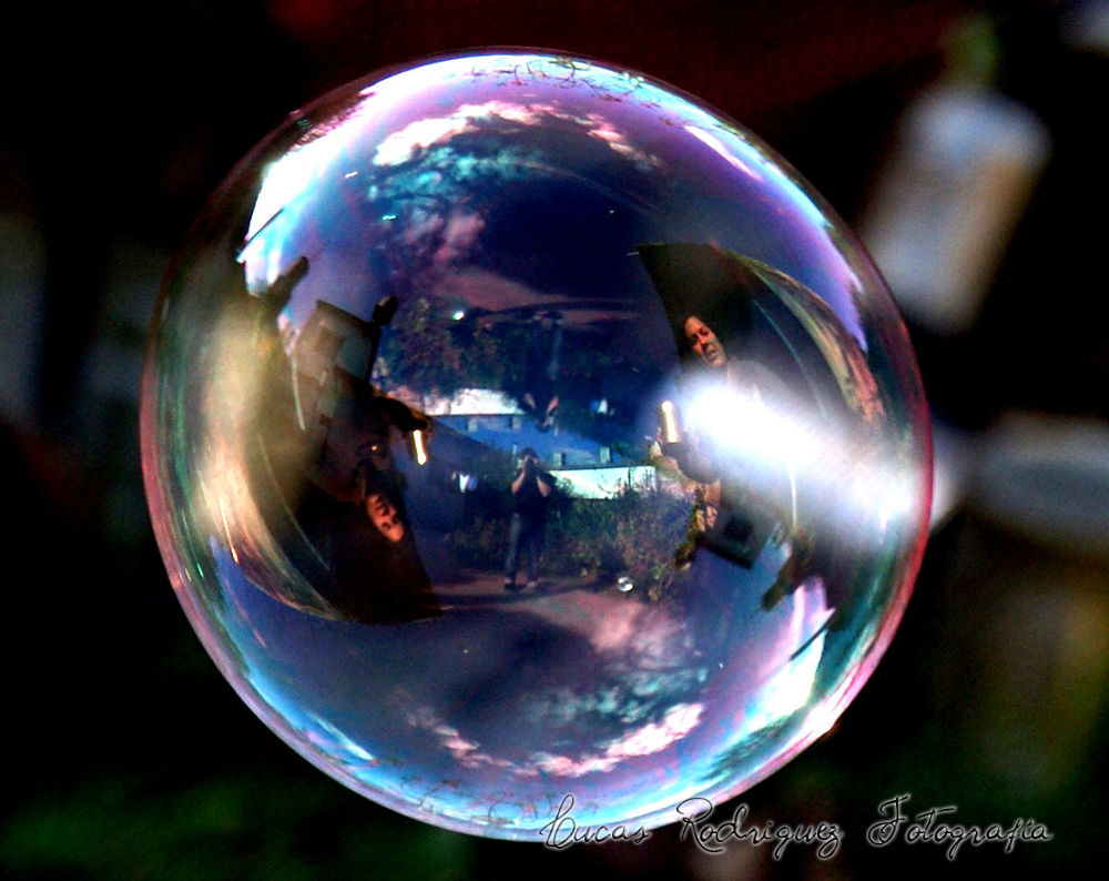 Burbuja by Lucas Rodriguez