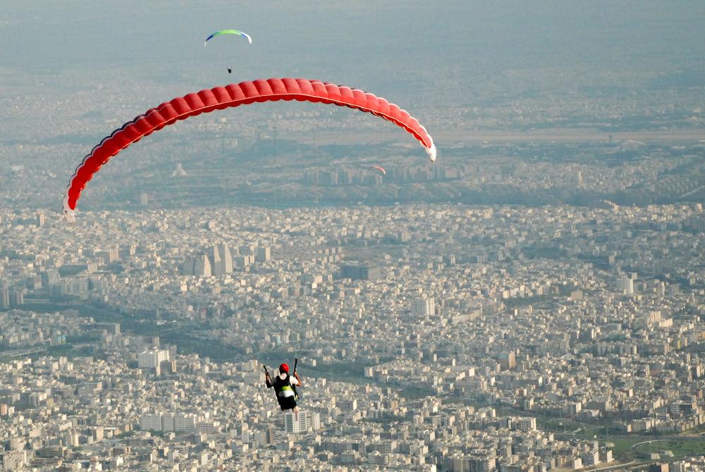 paraglider by zarelavasani