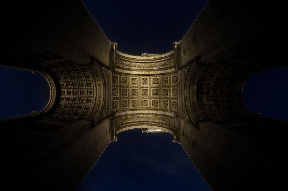 L'Arc de Triomphe by Matthieu Lumen