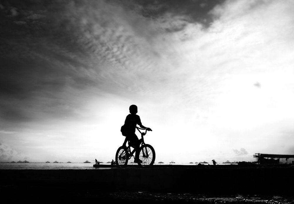 Bocah bersepeda by Muhammad Kuddus