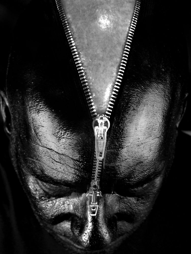 zipper by Robert Ernst