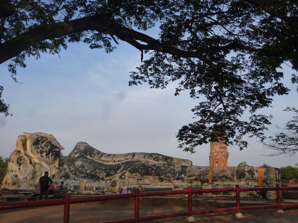 ayutthaya Bouddha couché by Kyoko Kanazawa