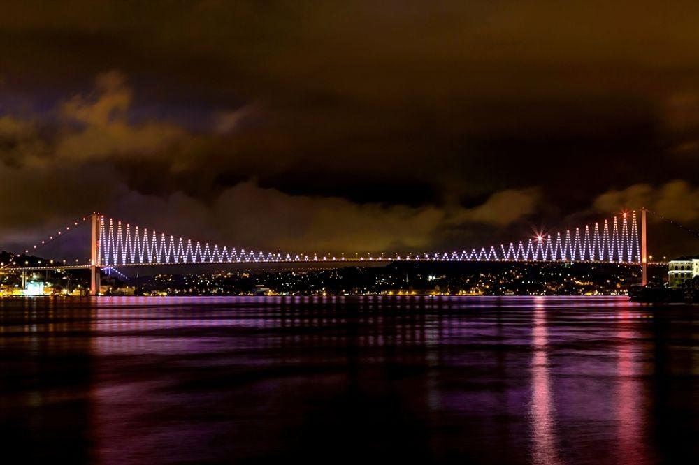Bogaziçi Köprüsü by Safa Basnur